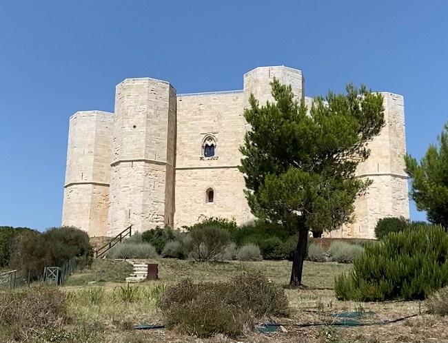 A Castel Del Monte tra architettura e mistero